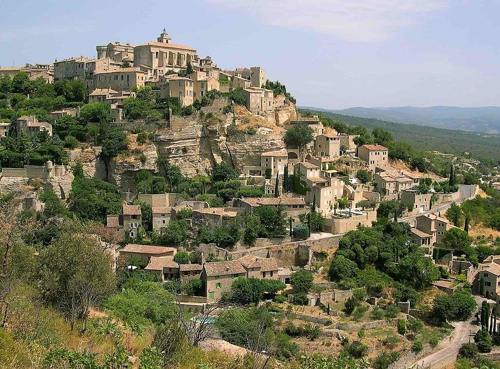 Le village perché de Gordes, dans le parc naturel régional du Luberon (Vaucluse, France).  (définition réelle 2232×1653)