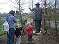 Gottlieb Duttweiler Statue im Park im Grüene 02.jpg