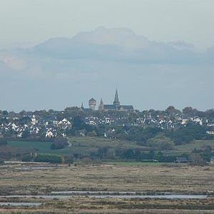Guérande - Guerande and a hillside view of the salt marshes