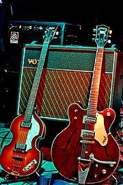 Kytary McCartneyho a Harrisona