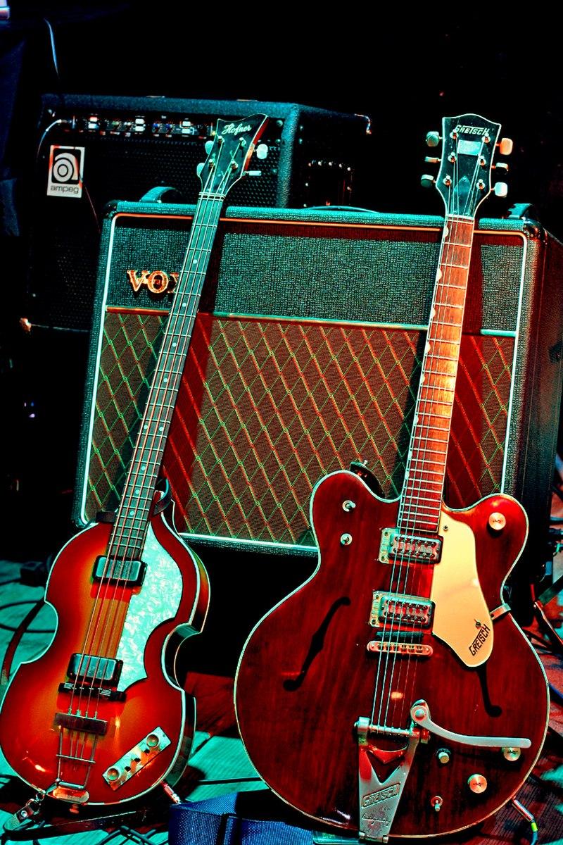 Guitarras de McCartney y Harrison.jpg