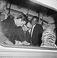 Harry Belafonte op Schiphol voor Sight Seeing in Amsterdam, tijdens zijn aankoms, Bestanddeelnr 916-4009.jpg