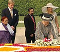 Her Majesty, Queen Beatrix of the Netherlands laying wreath at the Samadhi of Mahatma Gandhi at Rajghat, in Delhi on October 24, 2007.jpg