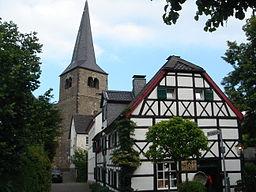 Summary Die Reformationskirche und Fachwerkhäuser in der Eisengasse in Hilden. Selbst fotografiert Juni 06 von de:Benutzer:Bordeaux. == Licensing ==