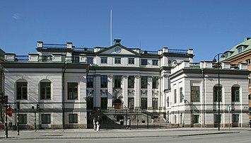 Bondeska paladset, facade mod Ridderhustorvet (venstre) og mod Vasabron (højre).