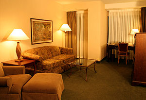 DoubleTree - Image: Hotel suite living room