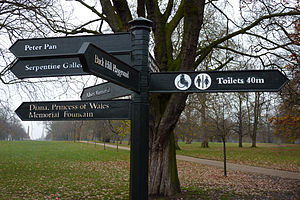 Hyde Park sign post.jpg