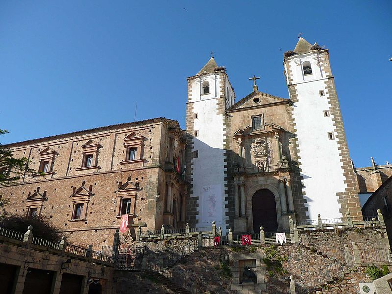 File:Iglesia de San Francisco Javier en Cáceres.jpg