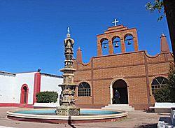 Iglesia local y fuente de Áti, Sonora.jpg