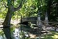 Il cosiddetto ponte delle Sirenette, oggi al Parco Sempione di Milano.jpg