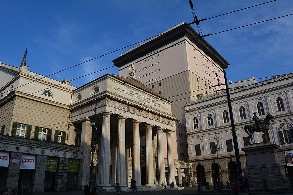 Théâtre Carlo Felice sur la place Ferrari à Gênes. Photo de  Alessandro.di.