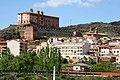 Illueca y el castillo del Papa Luna desde la entrada al pueblo - panoramio.jpg