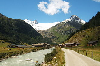 Tauern - Innergschlöss: alm farming in the valley bottom, mountain forests, alpine meadows and glaciers in the High Tauern
