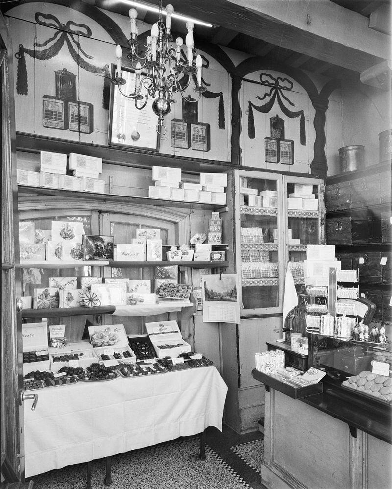 Winkel met pui in utrecht monument for Interieur winkel utrecht