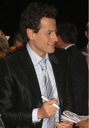 Seahorse Seashell Party - Ioan Gruffudd made a guest appearance as the narrator in the episode.