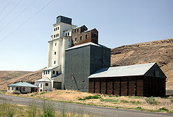 Grain elevator in Ione