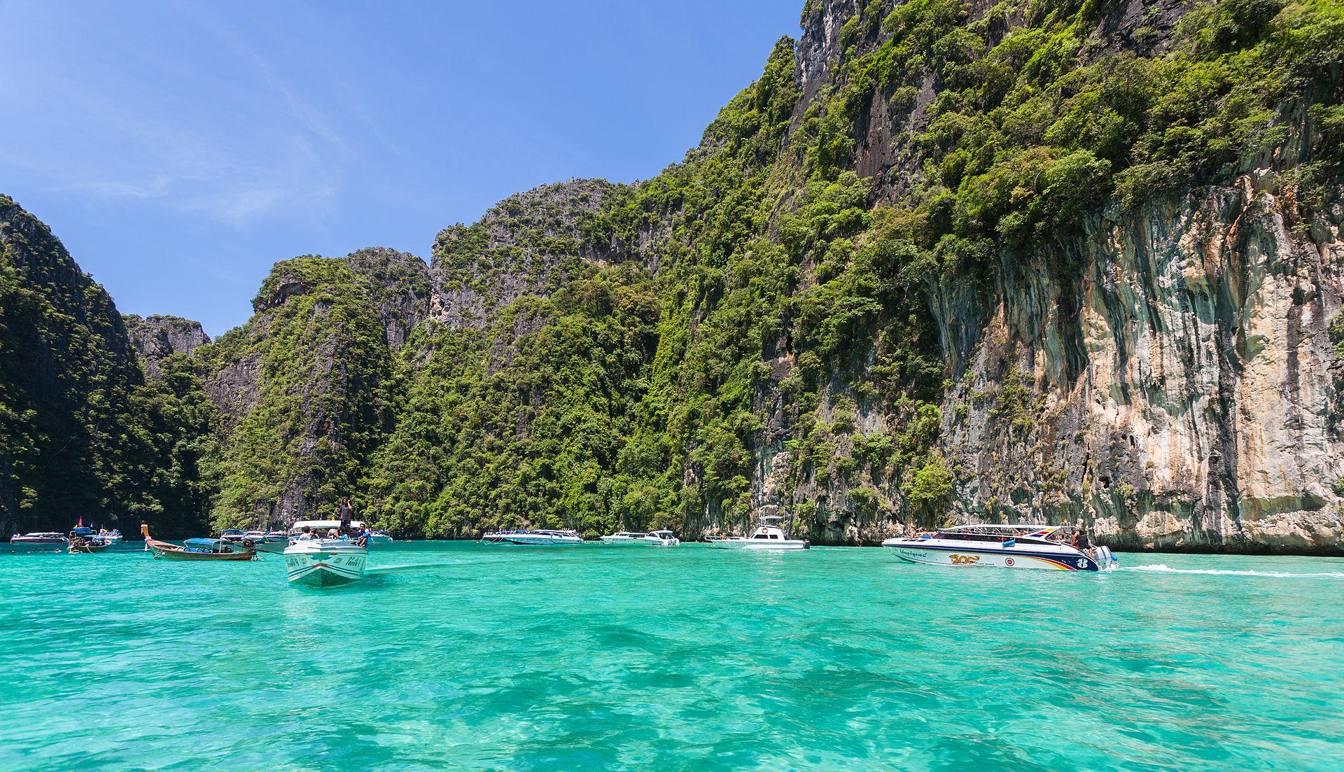 Phi Phi Island Beach Resourt