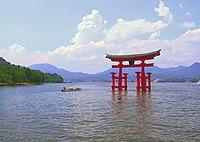 Itsukushima torii distance.jpg