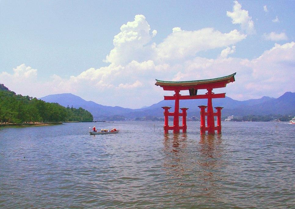 Itsukushima torii distance
