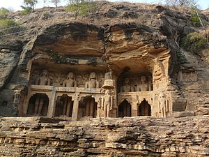 Tomaras of Gwalior - The Jain tirthankara statues at the Gwalior Fort