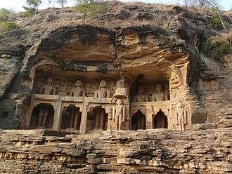 Tomaras of Gwalior - The Jain tirthankara statues at the Gwalior Fort