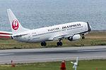 Japan Airlines, B737-800, JA338J (18264500350).jpg