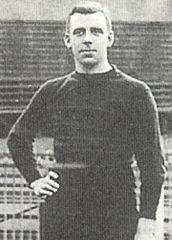 Joe Pearce (1912).jpeg