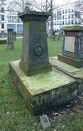 Grabmal auf dem Gartenfriedhof (Quelle: Wikimedia)