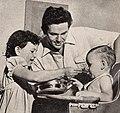 John Garfield with his children Katherine and David Patton, 1944.jpg
