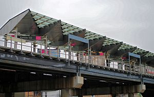 Kedzie station (CTA Pink Line) - Image: Kedzie Ave. Platform
