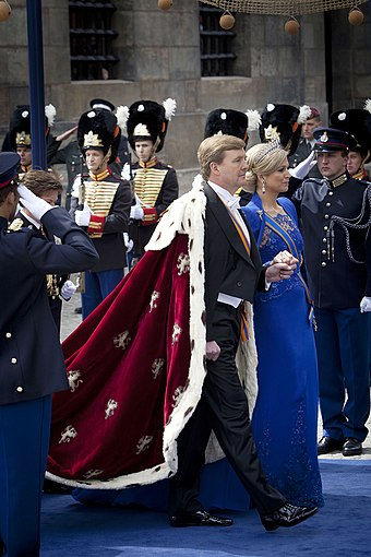 King Willem-Alexander and Queen Maxima on the day of the investiture in 2013 King Willem-Alexander and Queen Maxima on the inauguration 2013.jpg