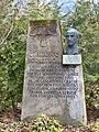 Kommunalfriedhof Salzburg Grabmal Igo Etrich 2.jpg