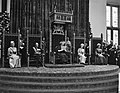 Koningin Juliana leest de Troonrede voor Prinses Irene , prins Bernhard , konin, Bestanddeelnr 915-5331.jpg