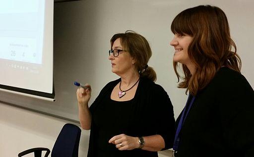 Lärare och skolbibliotekarie presenterar Wikipediaprojektet Nacka 2014