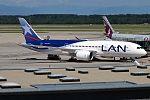 LAN Airlines, CC-BBG, Boeing 787-8 Dreamliner (28382902441).jpg