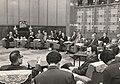 La délégation française conduite par François Giscard d'Estaing reçue par le vice-Premier Ministre Kang Shi'en.jpg