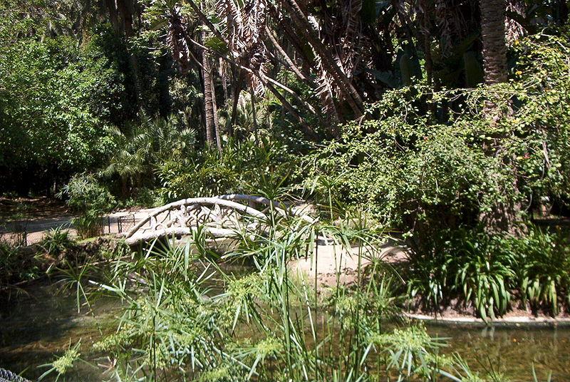 Arquivo: Le pont du jardin.jpg