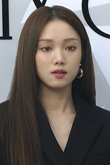 Lee Sung-kyung on October 18, 2019 at Jimmy Choo event 02.jpg