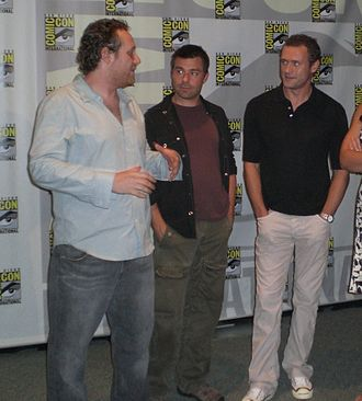 Life on Mars (U.S. TV series) - Producers Josh Appelbaum (left) and André Nemec (center) talk with actor Jason O'Mara (right), at Comic Con.
