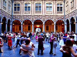 La Vieille Bourse in Lille on Sunday evening during summer (Wikimedia)