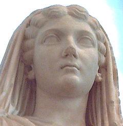 Livia Drusila - Paestum (M.A.N. Madrid) 02
