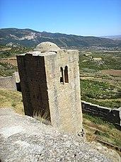 La torre vigía y parte de la muralla exterior