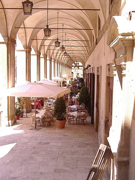 File:Loggia de Vasari Arezzo.jpg