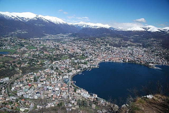 https://upload.wikimedia.org/wikipedia/commons/thumb/0/07/Lugano%2C_aerial_view_%284526817722%29.jpg/640px-Lugano%2C_aerial_view_%284526817722%29.jpg