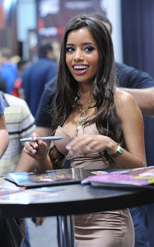 Lupe Fuentes at AVN Adult Entertainment Expo 2011.jpg