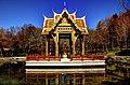 München, Westpark, Thailändische Sala mit Buddha-Statue (8652132950).jpg