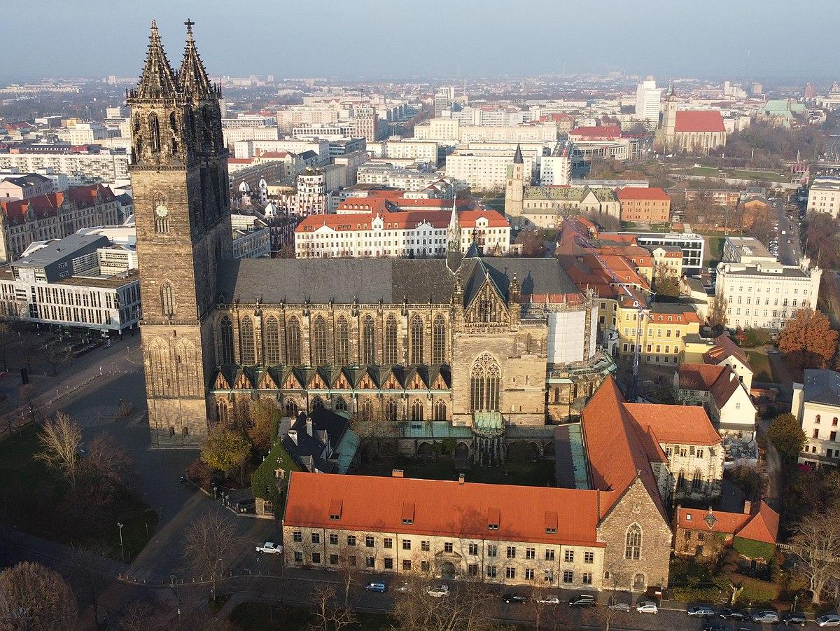 Magdeburger Dom Luftbild.jpg