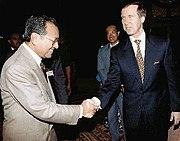 Mahathir greeting U.S. Secretary of Defense William Cohen in Kuala Lumpur in 1998.
