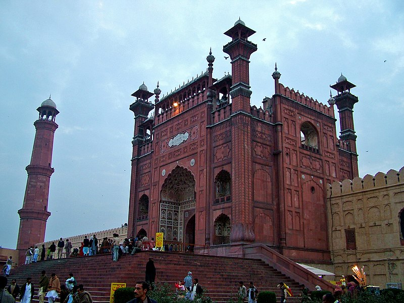 File:Main Entrance of Badshahi Mosque.jpg