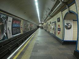 Manor House tube station 002